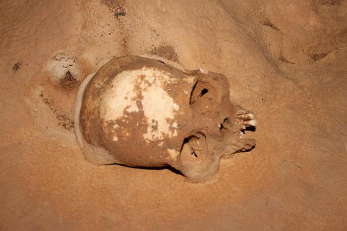 Skull-in-ATM-Cave