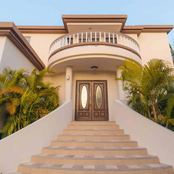 5 Bedroom Beachfront Villa5-10 Guests